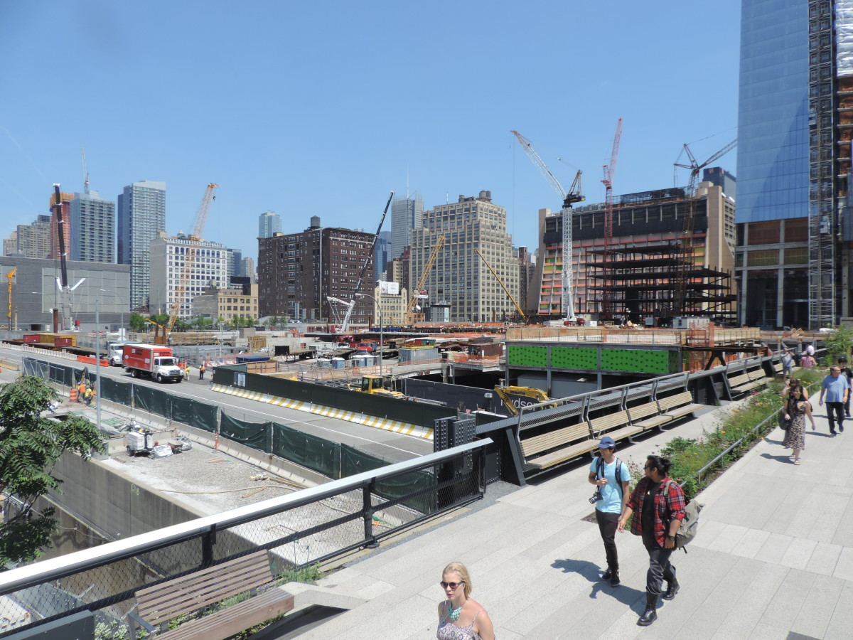 Hudson Yards construction progress in 2015 as seen from the High Line.