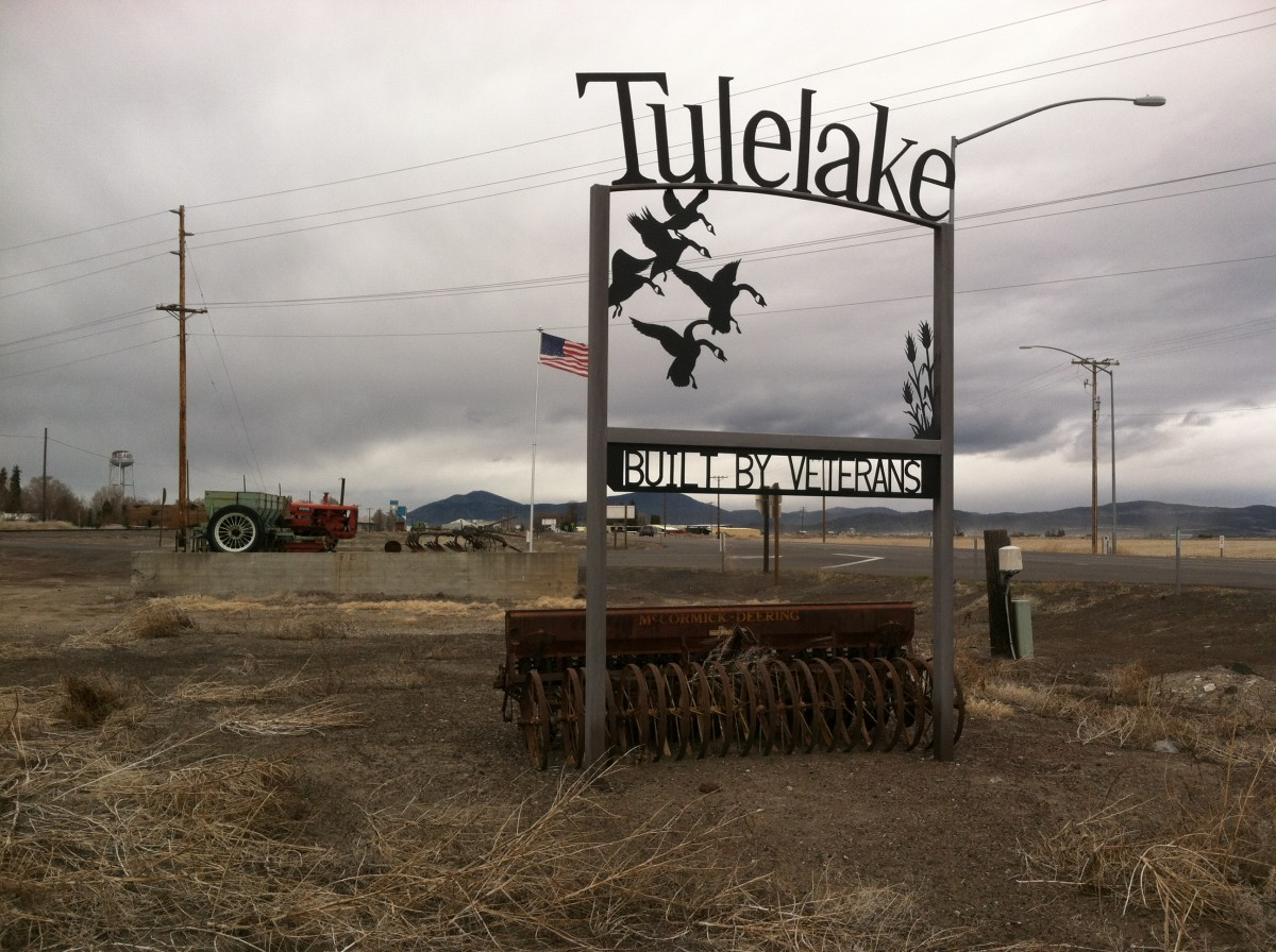 A welcome sign to Tulelake.