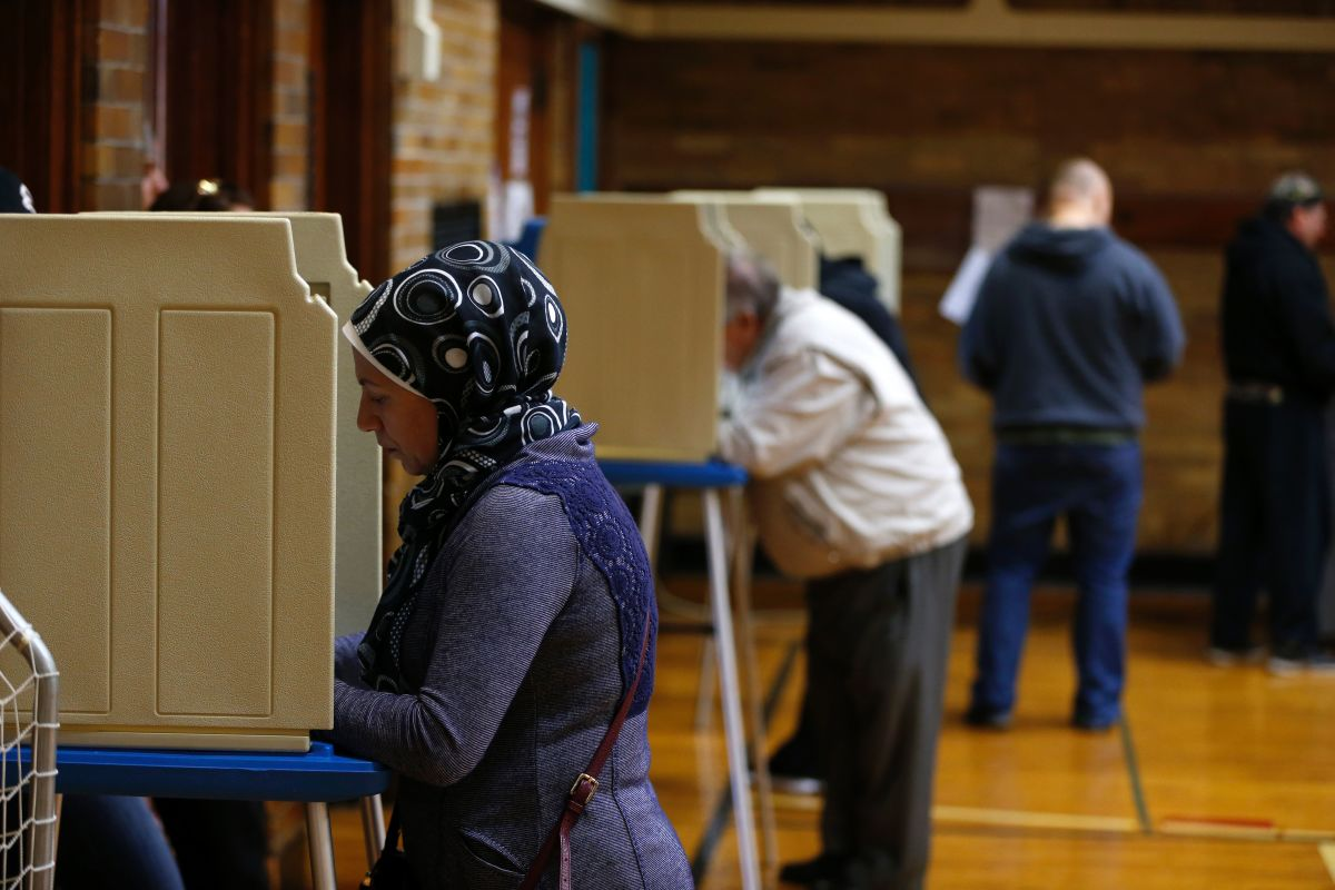 People voting at Oakman Elementary School in the U.S. presidential election on November 8th, 2016, in Dearborn, Michigan.