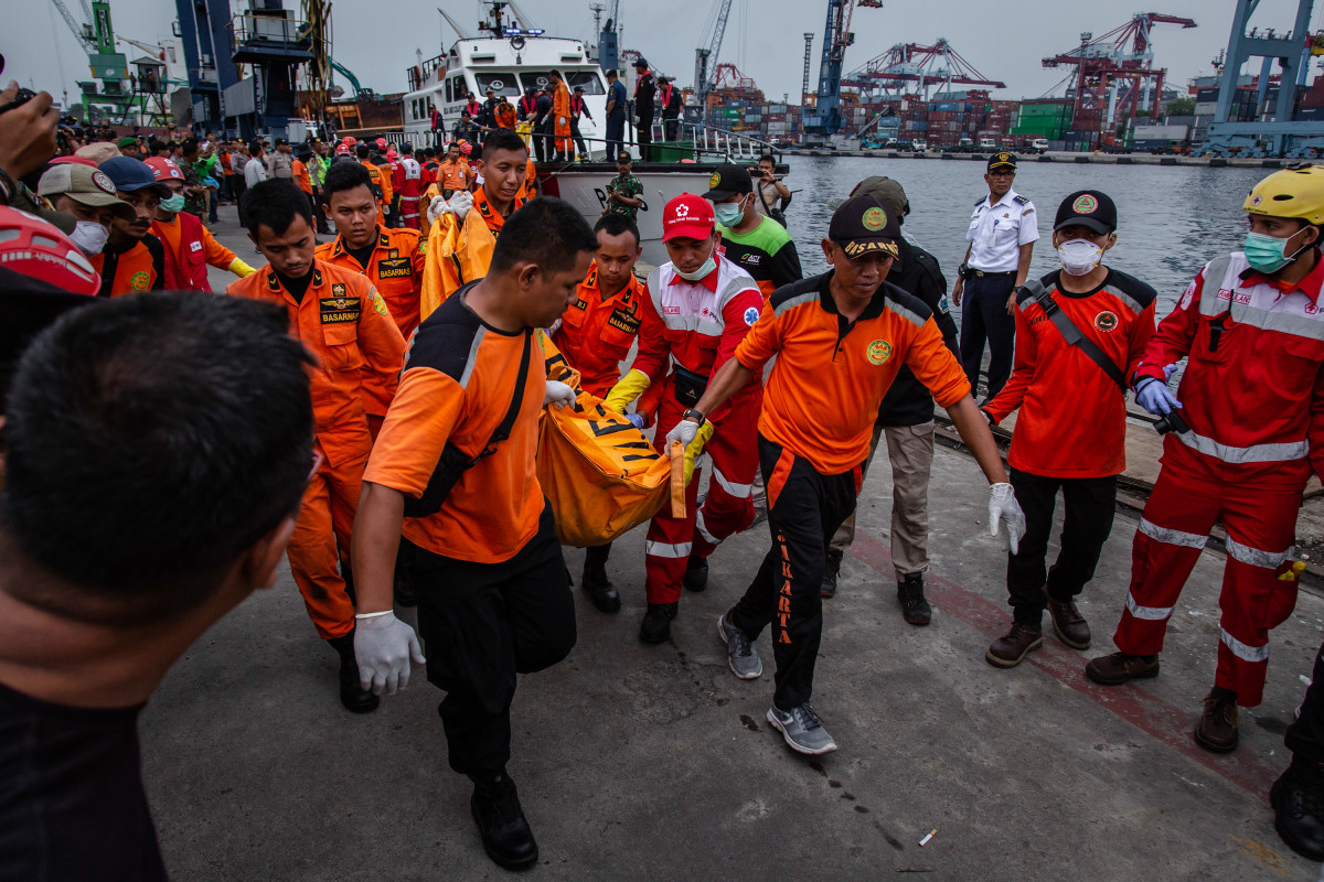 Search and rescue personnel carry a body bag containing remains of a passenger from Lion Air Flight 610 at the Tanjung Priok port on October 30th, 2018, in Jakarta, Indonesia. Rescuers have recovered bodies, body parts, and personal items in the wreckage, with all 189 passengers and crew feared dead. The flight, traveling from Jakarta to Pangkal Pinang, crashed in the Java Sea Monday morning, shortly after takeoff.