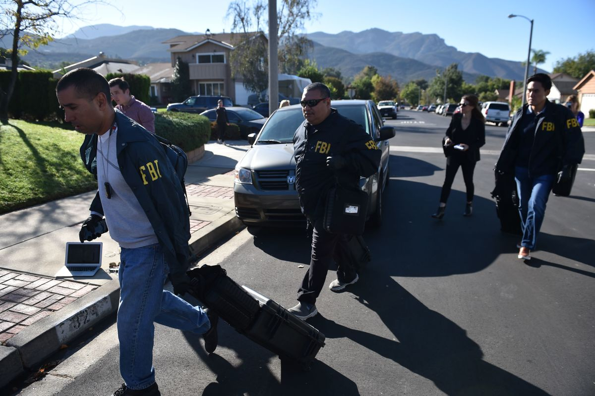 Federal Bureau of Investigation staff arrive at the home of suspected nightclub shooter Ian David Long on November 8th, 2018, in Thousand Oaks, California.
