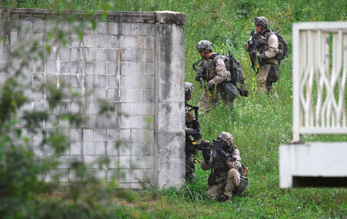 U.S. soldiers participate in a South Korea-U.S. combined arms collective training exercise at the U.S. Army's Rodriguez shooting range in Pocheon, about 70 km northeast of Seoul, near the heavily fortified border with North Korea on September 19th, 2017.