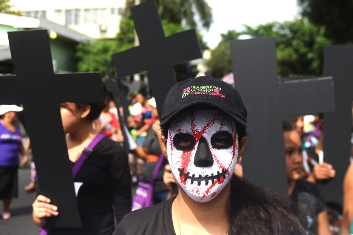 Salvadoran women march at a protest calling for the decriminalization of abortion in San Salvador on September 28th, 2017.