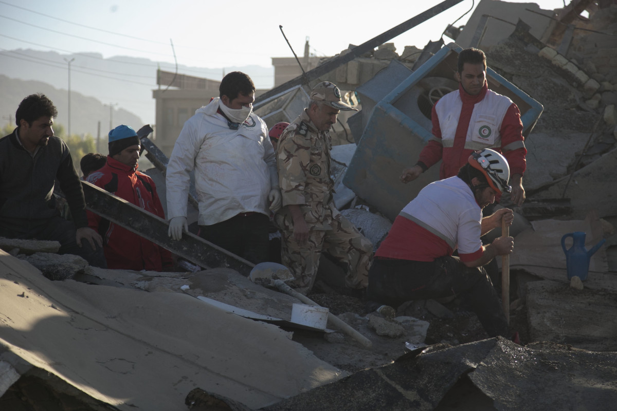 Rescue workers search for survivors amid the rubble following the earthquake in Sarpol-e Zahab on November 13th, 2017.