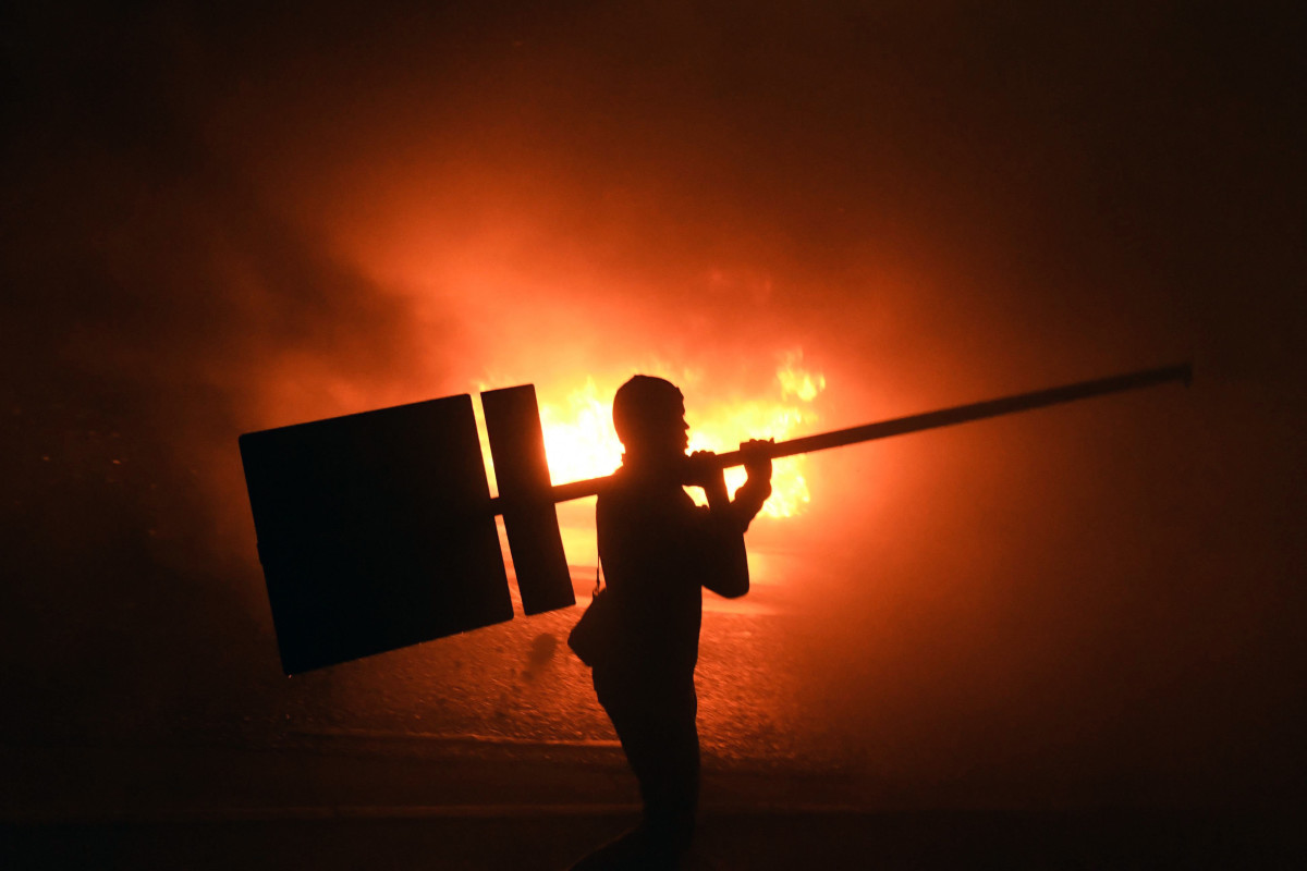 Supporters of Honduran opposition candidate Salvador Nasralla set fire to a barricade during a protest outside the Electoral Supreme Court in Tegucigalpa on November 30th, 2017.