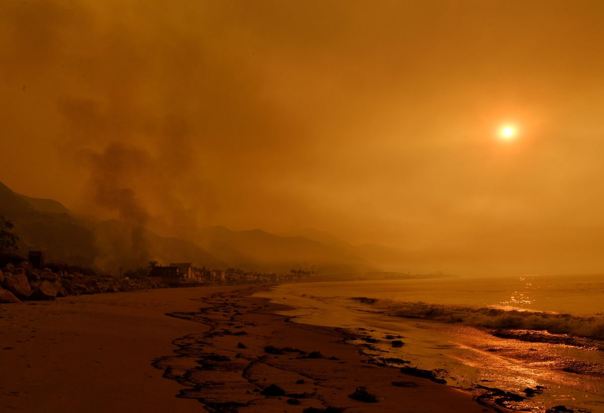 Heavy smoke covers the seaside enclave of Mondos Beach beside the 101 highway as flames reach the coast during the Thomas wildfire near Ventura, California, on December 6th, 2017.