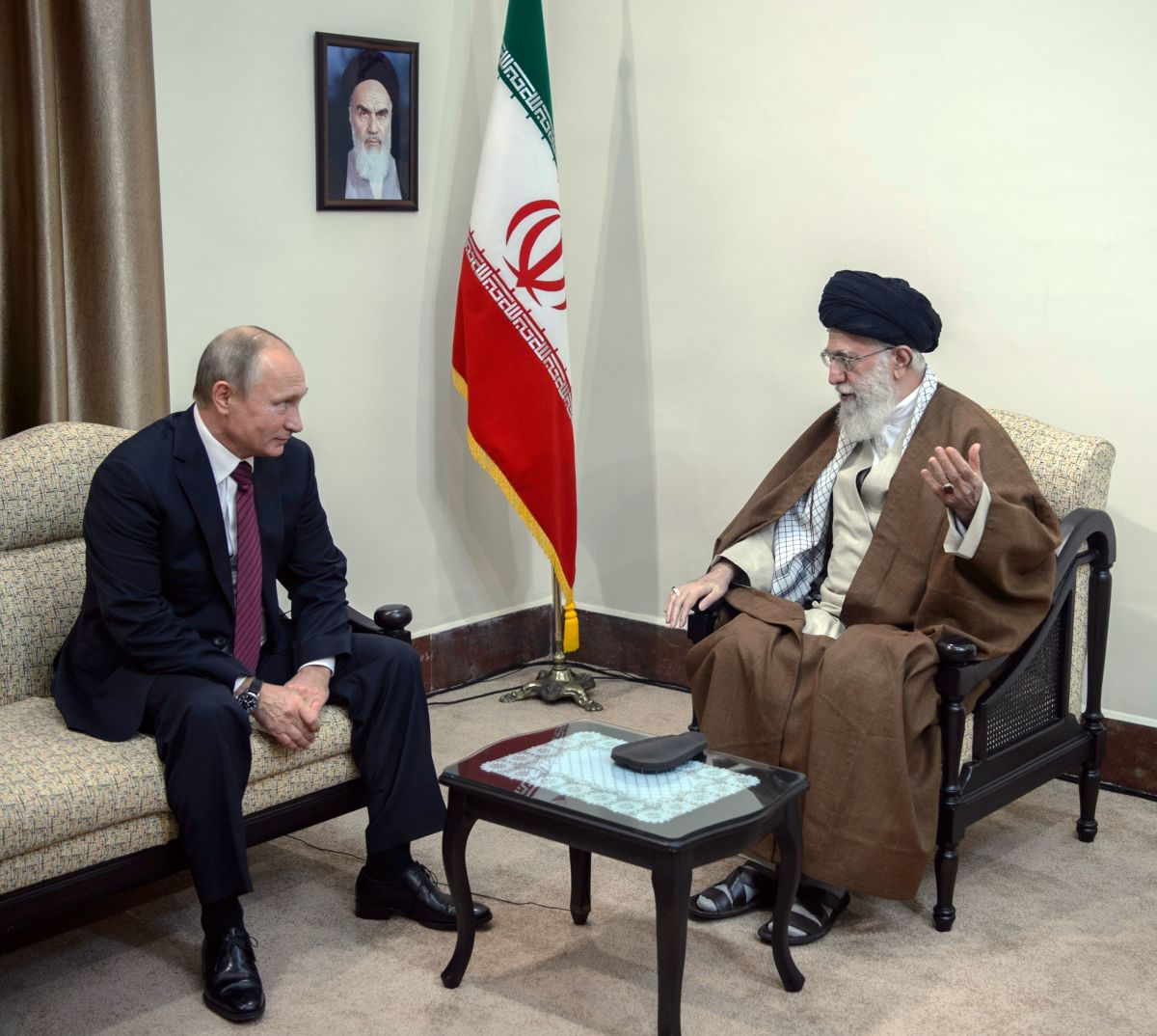 Russian President Vladimir Putin meets with Iran's Supreme Leader Ayatollah Ali Khamenei in Tehran on November 1st, 2017