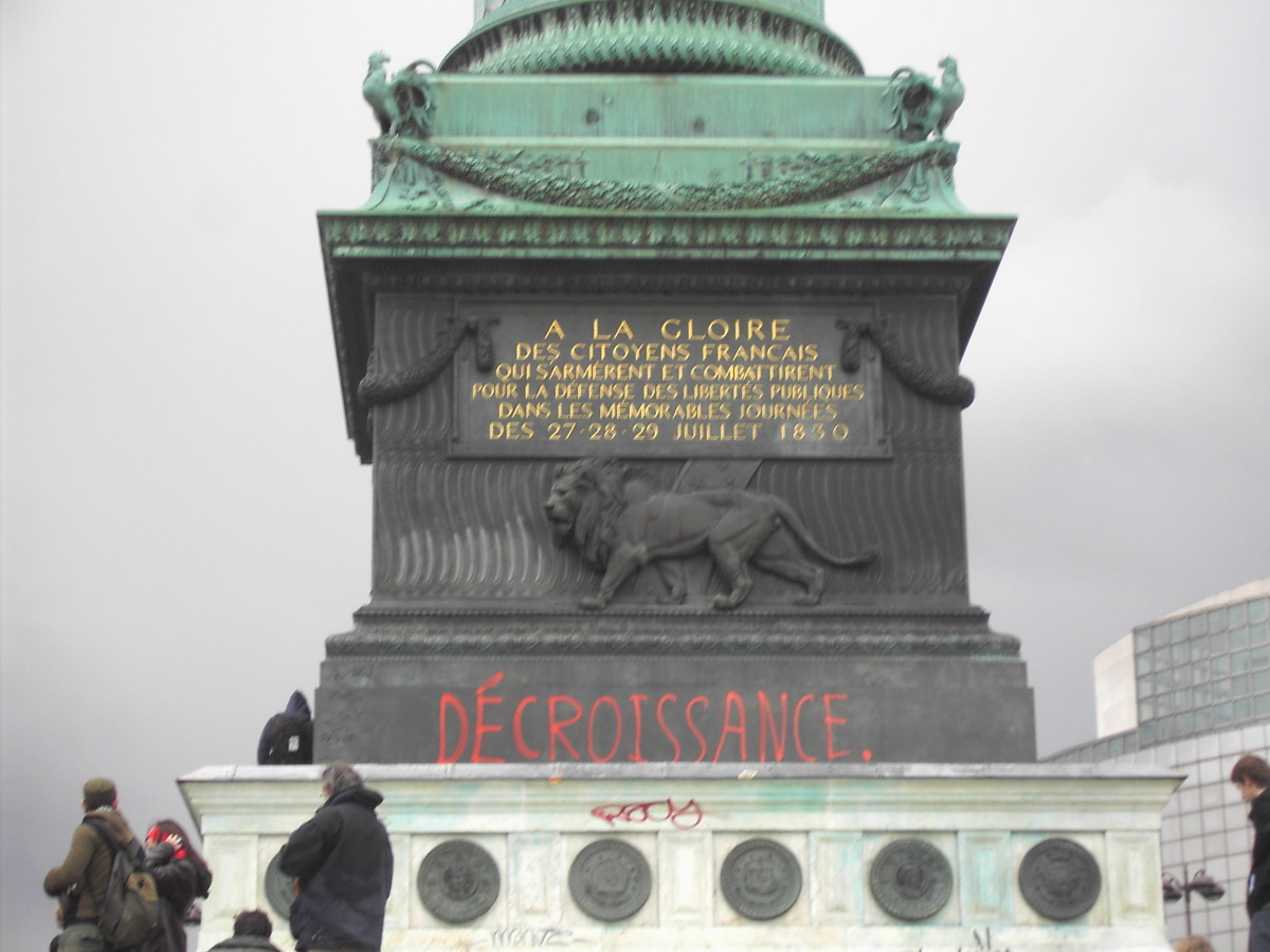 Pro-degrowth graffiti on the July Column in the Place de la Bastille in Paris during a protest against the First Employment Contract, on March 28th, 2006.