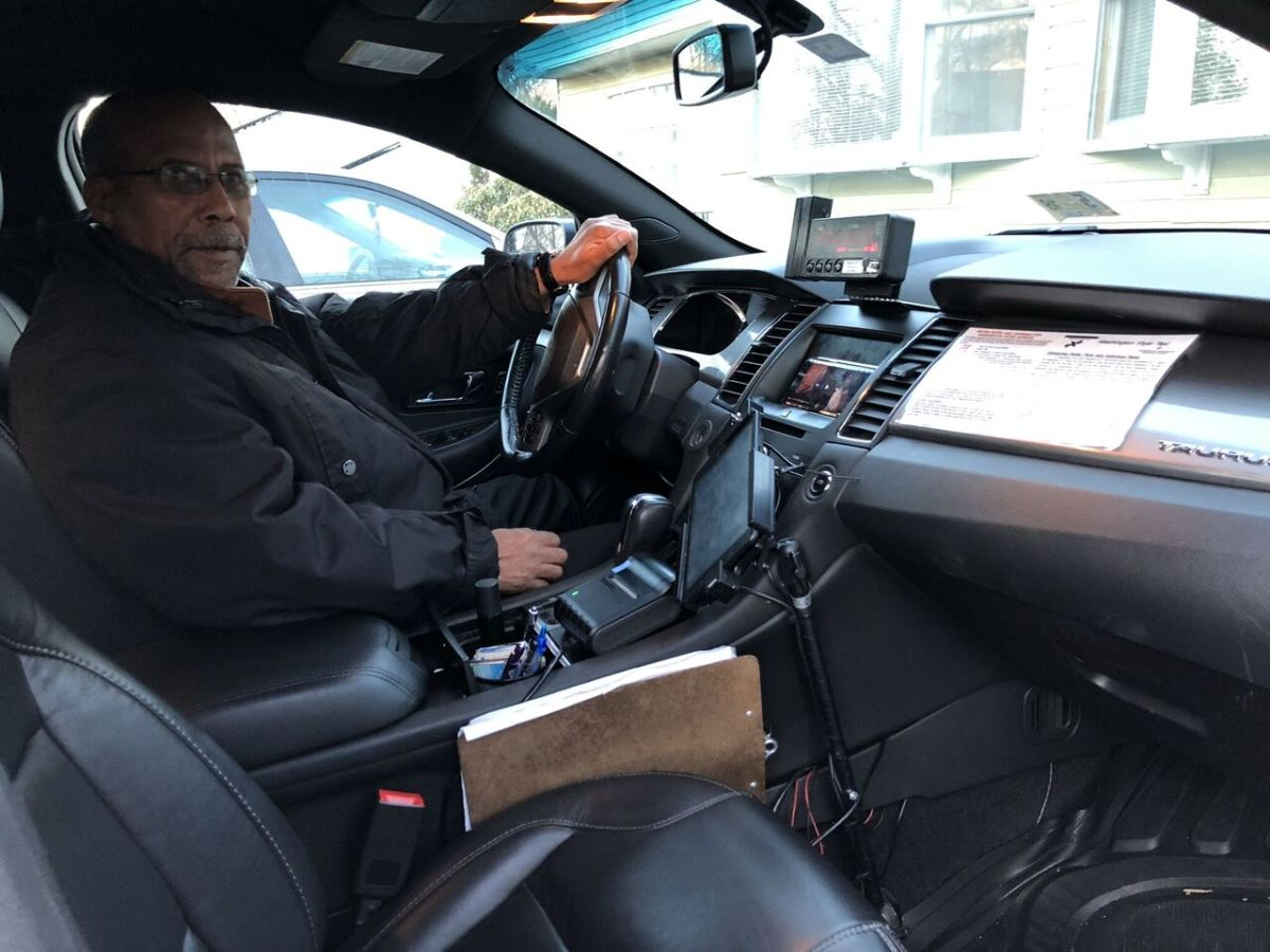 Hailu Mergia driving his taxi.