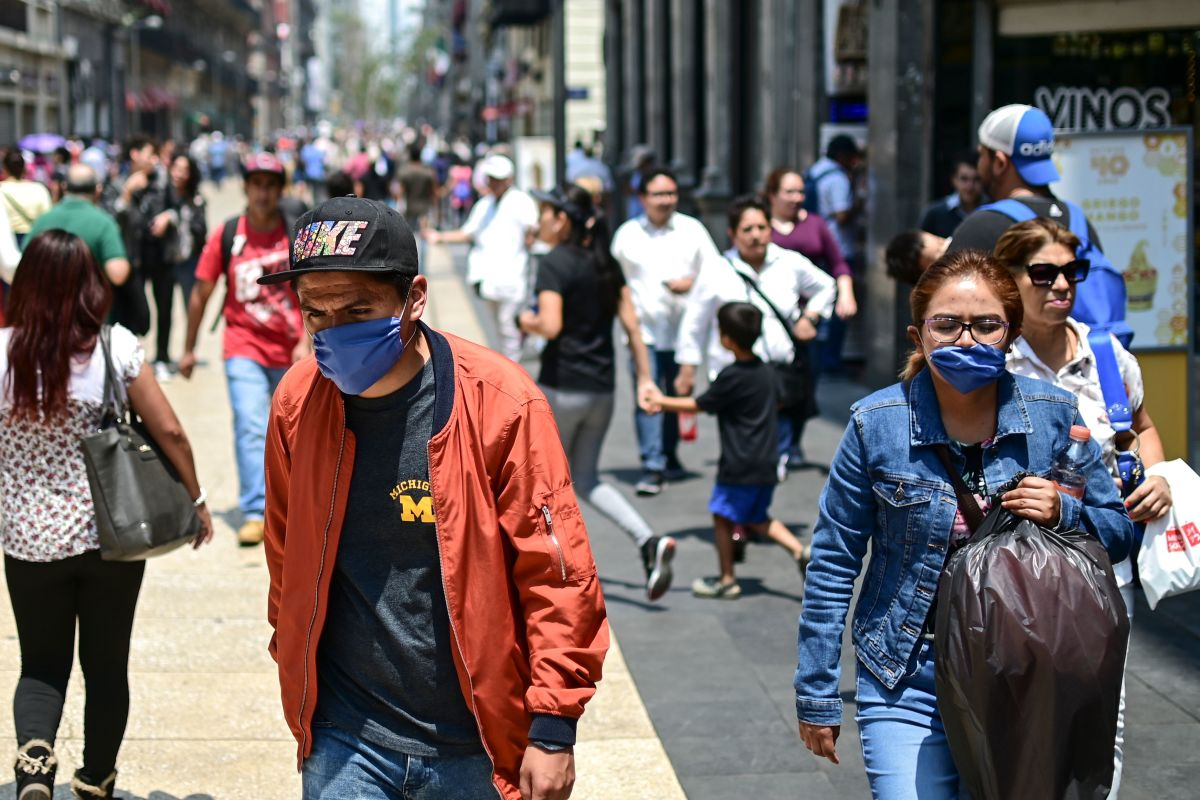 People wear face masks due to air pollution, in downtown Mexico City, on May 14th, 2019.