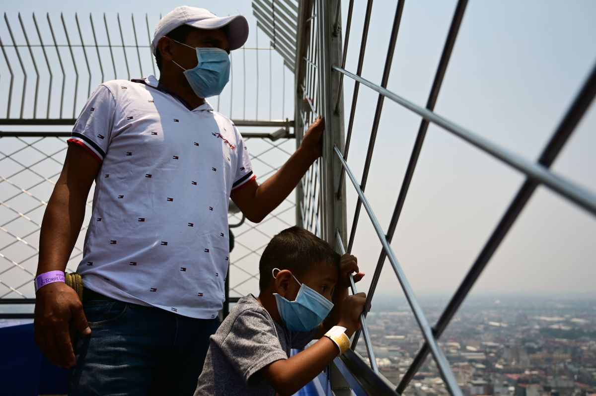 Visitors enjoy the view, despite high levels of air pollution, from the Latin American tower viewpoint in Mexico City, on May 14th, 2019.