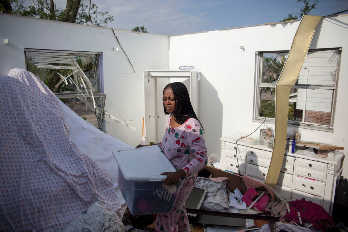 Sierra Waver gathers her belongings in Trotwood, Ohio, near Dayton, on May 28th, 2019, after powerful tornadoes ripped through the state overnight, causing at least one fatality, widespread damage, and power outages.