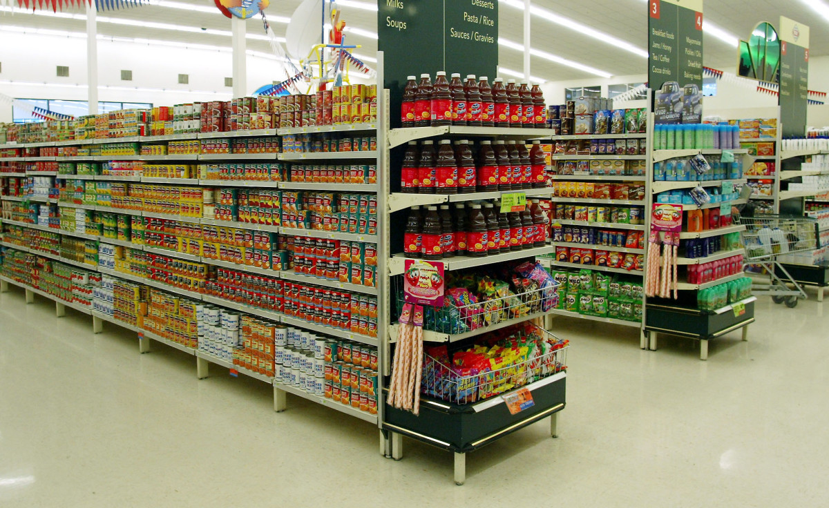 Why Are California Grocery Workers Threatening to Strike? - Pacific