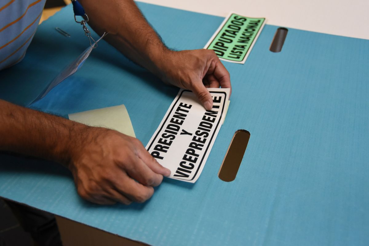Guatemala's Supreme Electoral Tribunal workers set up a polling station in Guatemala City on June 15th, on the eve of the presidential elections.