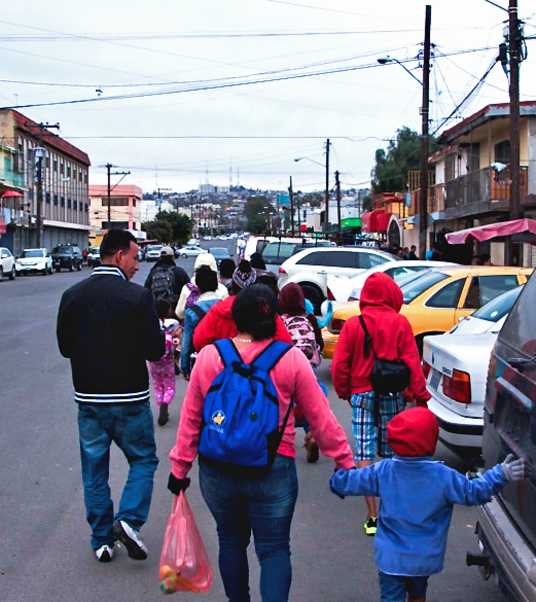 Marisol's family joins a group of others intending to cross the border.