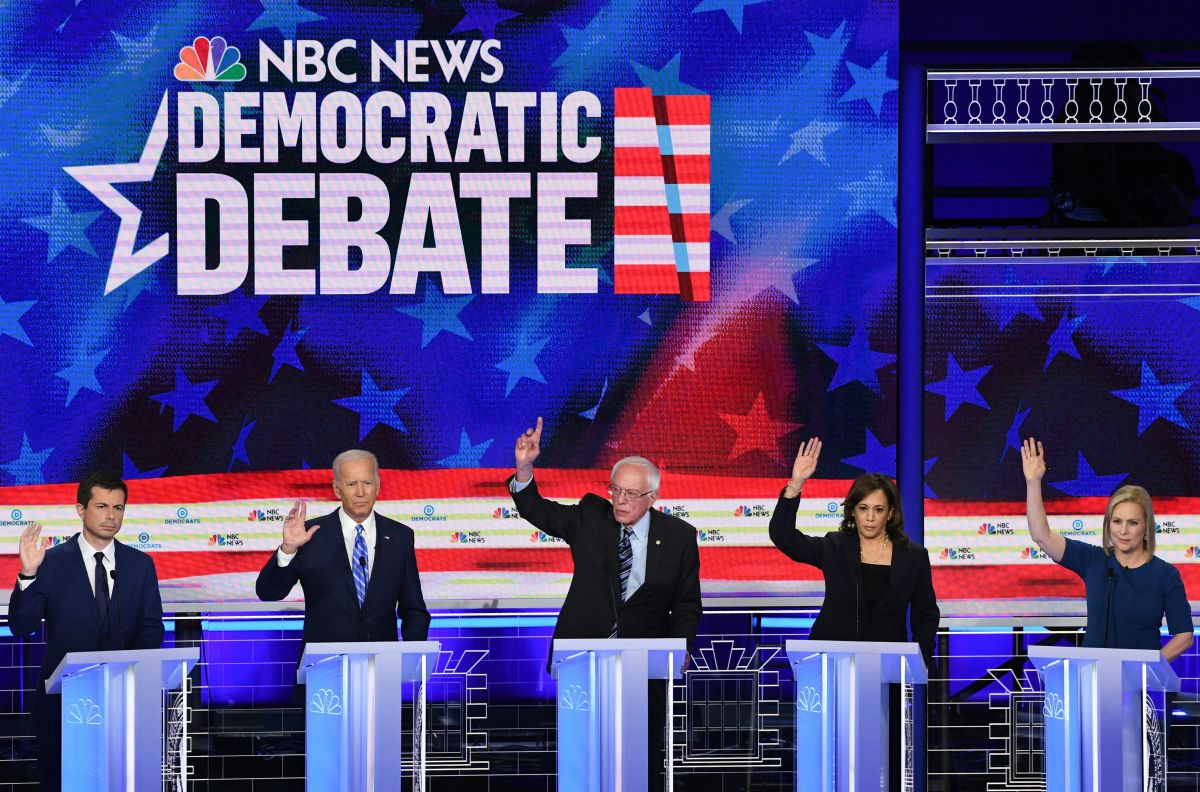 Pete Buttigieg, Joe Biden, Bernie Sanders, Kamala Harris, and Kirsten Gillibrand participate raise their hands in the second Democratic primary debate.