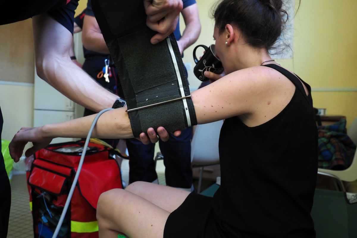 A firefighter takes the blood pressure of a woman suffering from the heat in Tours on June 27th, 2019, during a heat wave. Europeans braced on June 27th for the expected peak of a sweltering heat wave that has sent temperatures soaring above 40 degrees Celsius (104 Fahrenheit), with schools in France closing and wildfires in Spain spinning out of control.