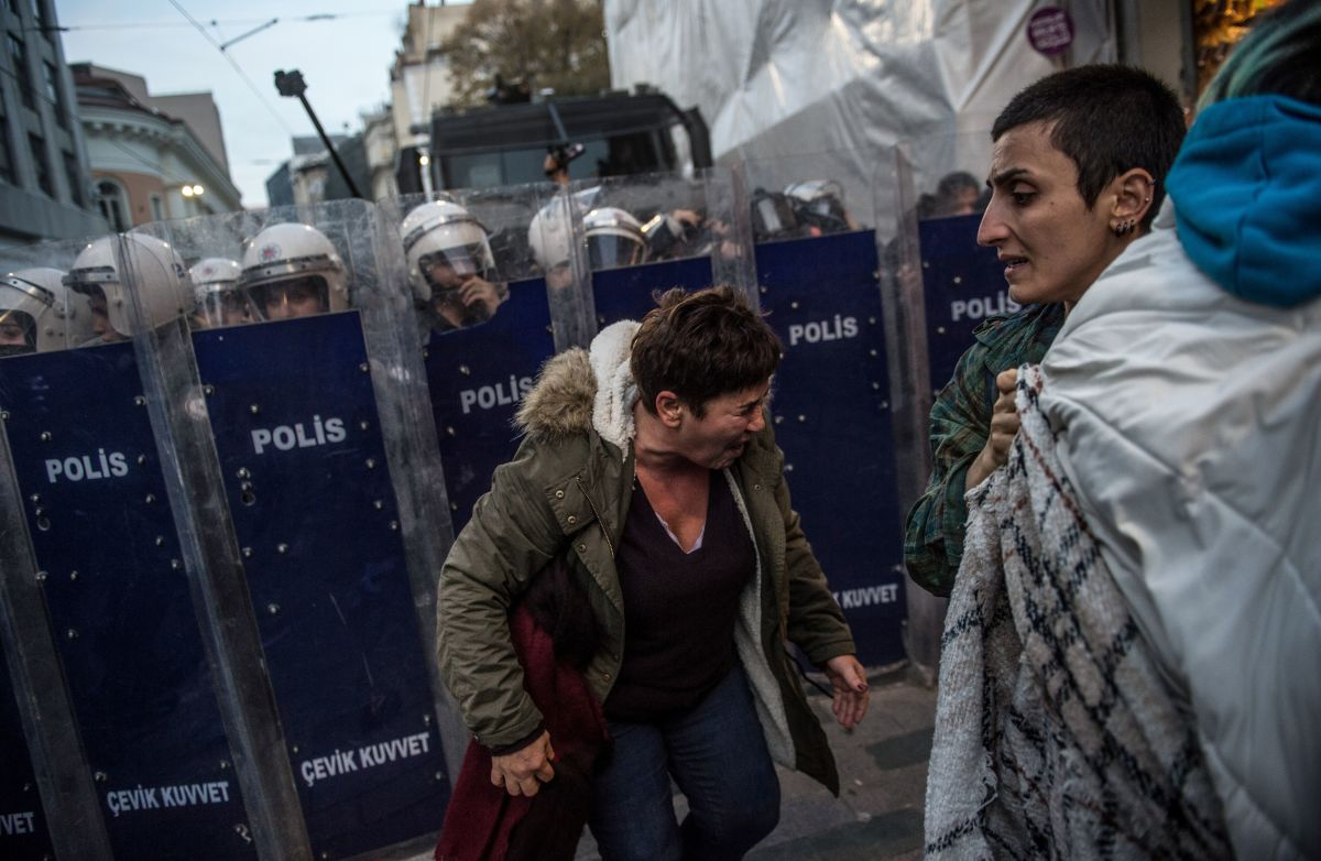 ProtestErs react after Turkish anti-riot police used tear gas against women's rights activists marching to protest against gender violence in Istanbul, on November 25th, 2018, on the International Day for the Elimination of Violence Against Women.