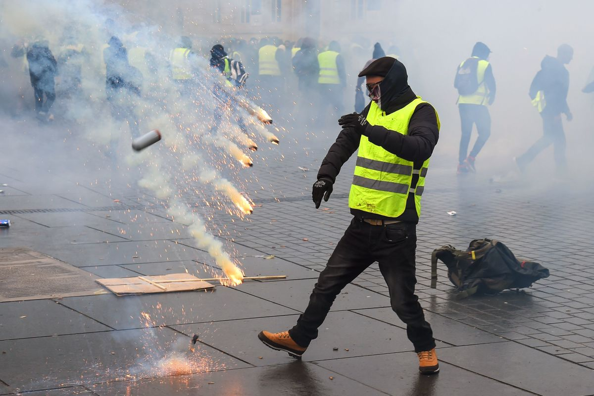 Protesters clash with riot police on December 8th, 2018, in Bordeaux, France, during a demonstration against the rising cost of living.