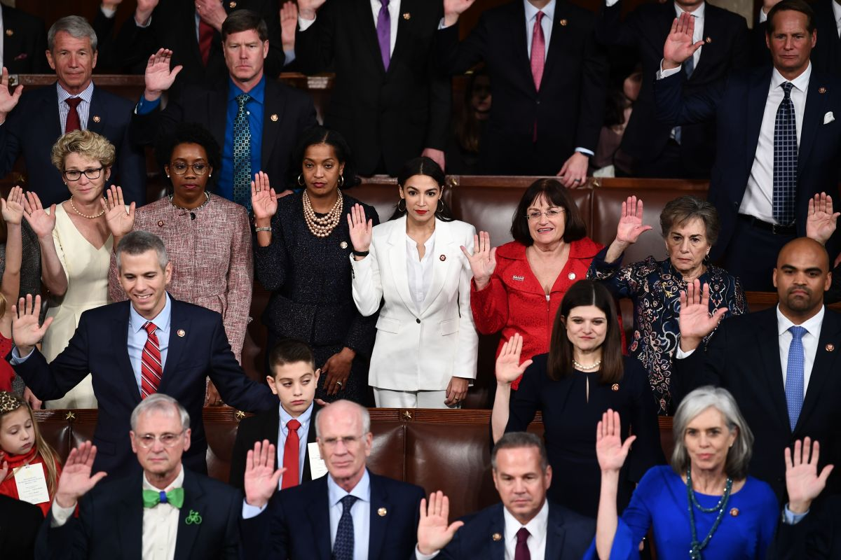 Members of Congress take the oath during the opening session of the 116th Congress at the U.S. Capitol in Washington, D.C., on January 3rd, 2019.