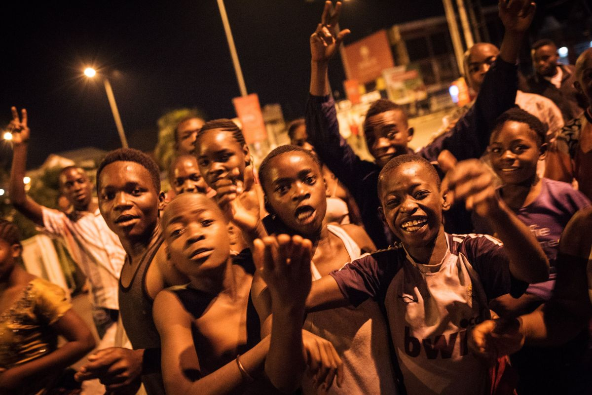 Young people gather at dawn in downtown Goma, northeastern DRC, to celebrate Tshisekedi's victory a few minutes after the announcement of the provisional results of the presidential election on January 10th, 2019.