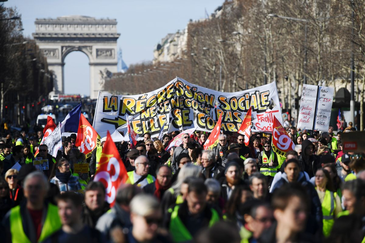 Viewfinder Yellow Vest Protesters March In Paris Pacific Standard