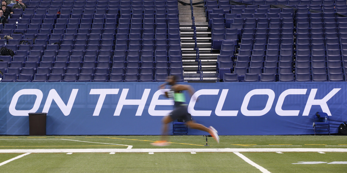 Linebacker Eric Striker of Oklahoma runs the 40-yard dash during the 2016 NFL Scouting Combine.