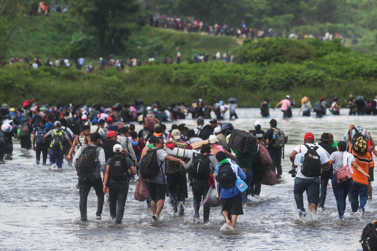 Salvadorean migrants heading in a caravan to the U.S. cross the Suchiate River to Mexico, as seen from Ciudad Tecun Uman, Guatemala, on November 2nd, 2018.