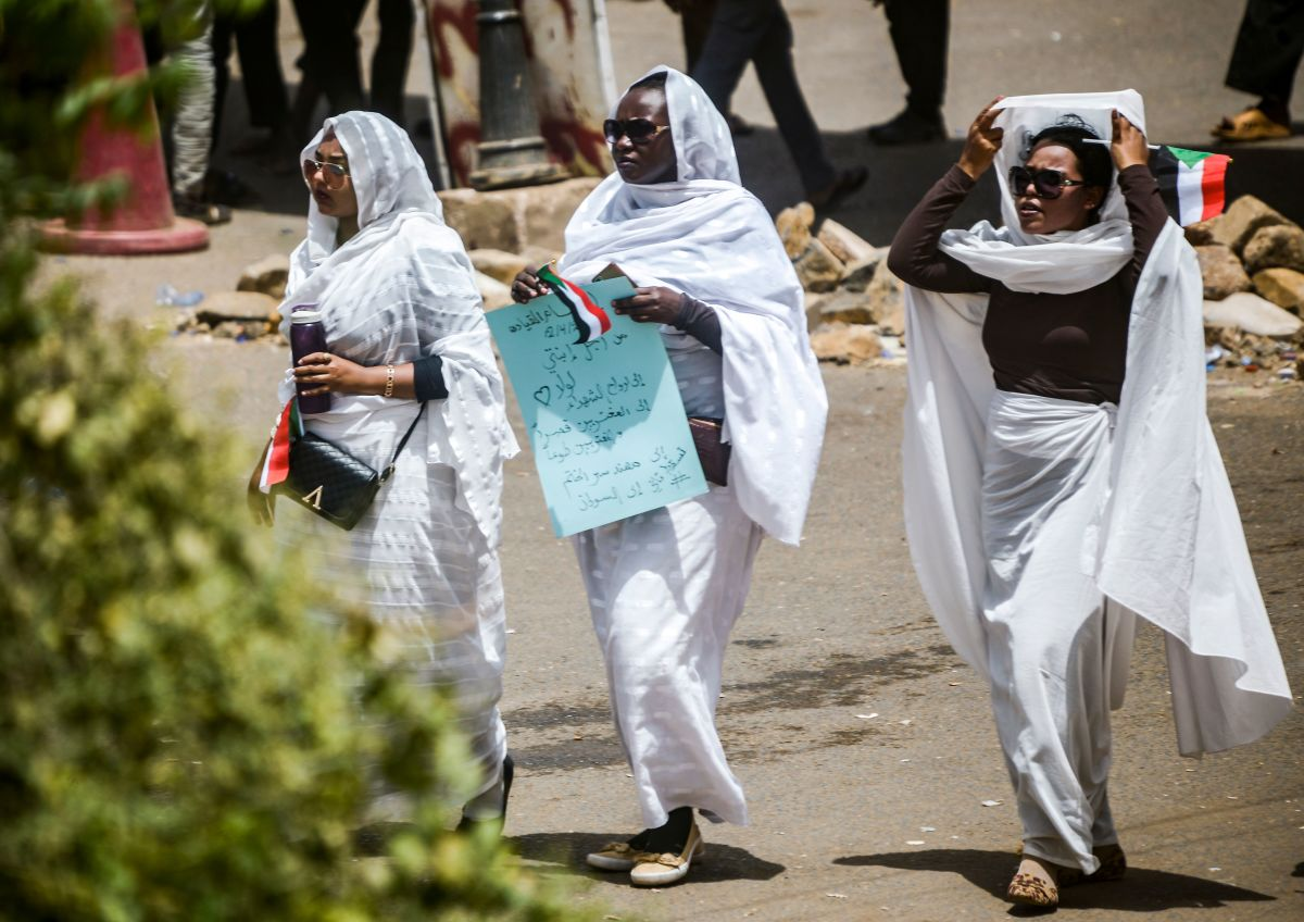 Sudanese women attend a rally demanding a civilian body lead the transition to democracy, outside the army headquarters in the Sudanese capital Khartoum on April 12th, 2019. Sudanese protesters vowed to chase out the country's new military rulers, as the army offered talks on forming a civilian government after it ousted president Omar al-Bashir.
