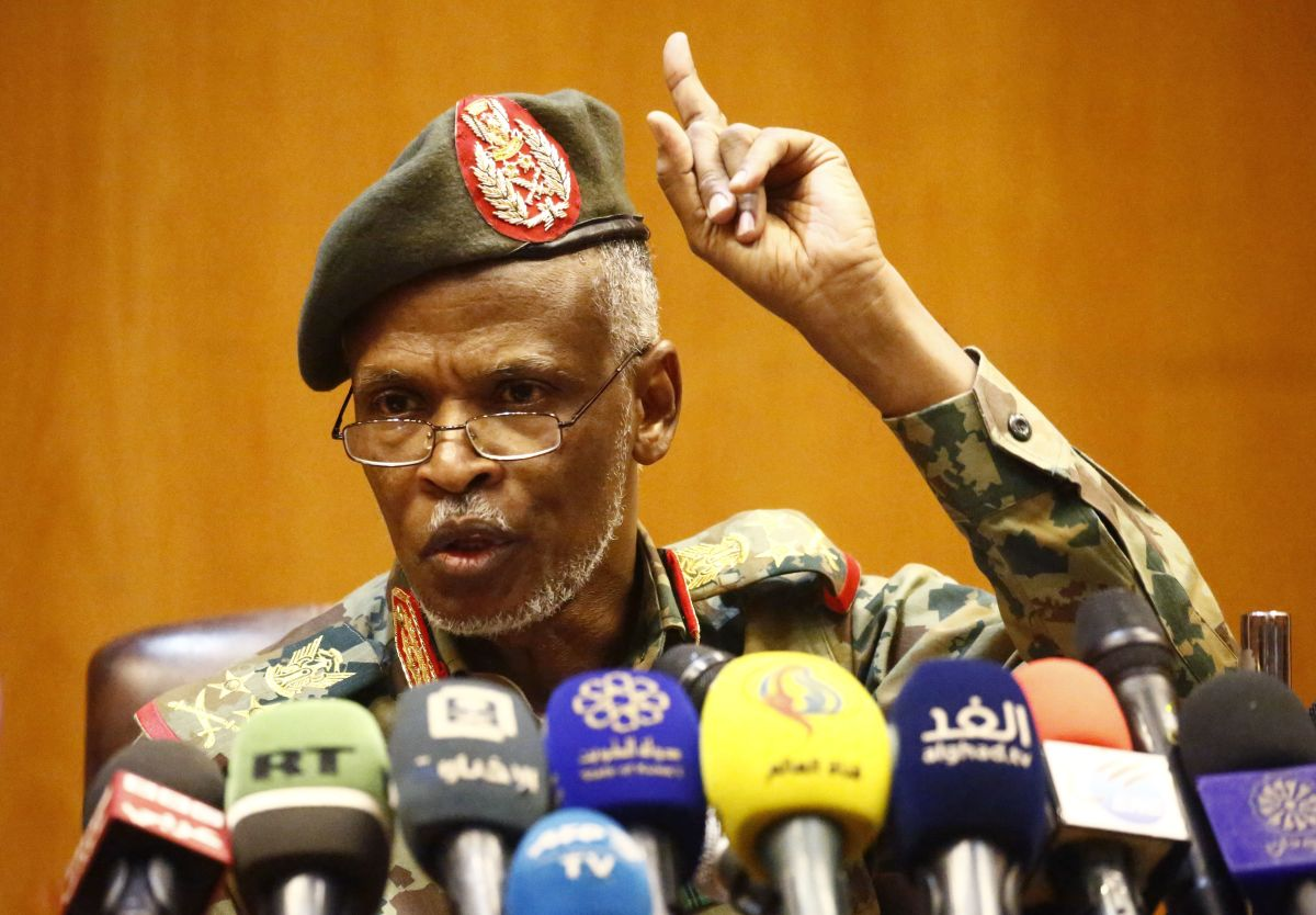 "Lieutenant General Omar Zain al-Abdin, the head of the new Sudanese military council's political committee, addresses a press conference on April 12th, 2019, in the capital Khartoum. Sudan's military council pledged talks with ""all political entities"" and vowed the new government will be ""civilian,"" adding that it will allow no security breaches."