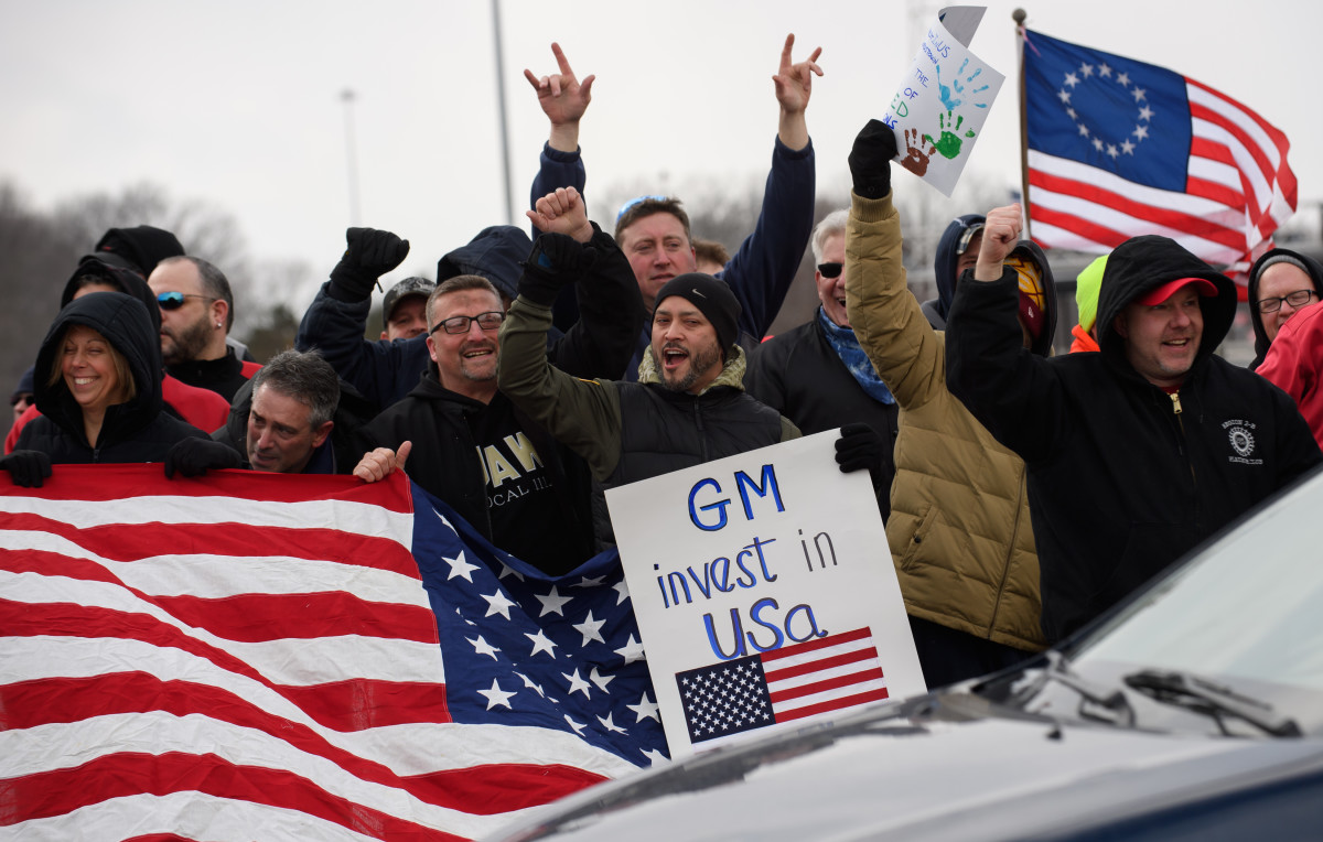 GM workers rally outside the Lordstown plant on March 6th, 2019.